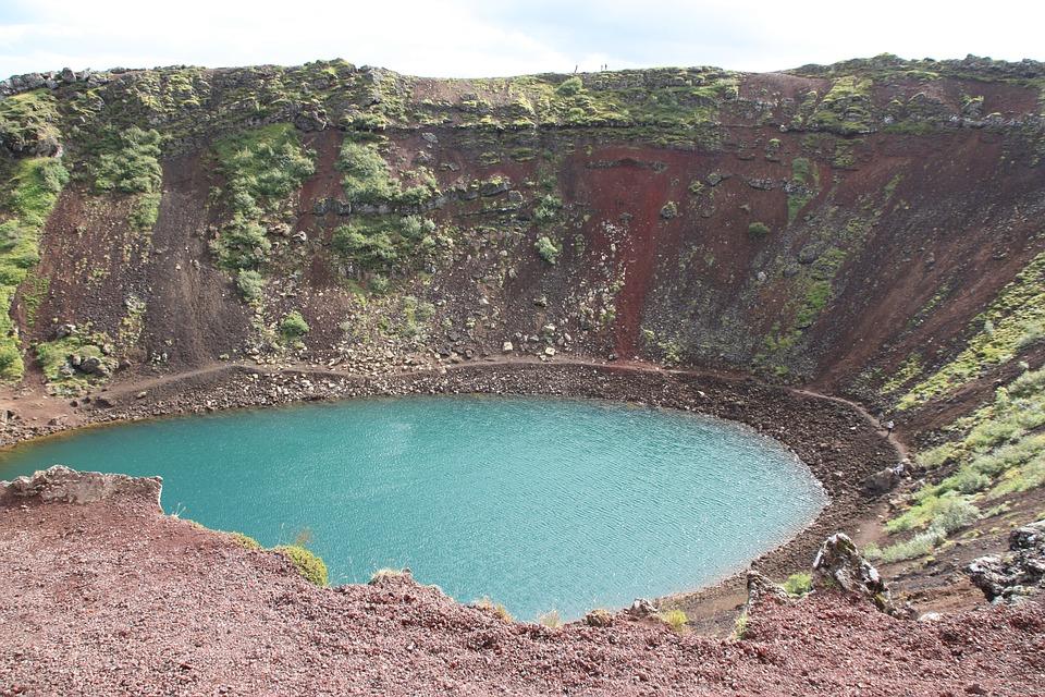 Kerid lago en cráter de volcán