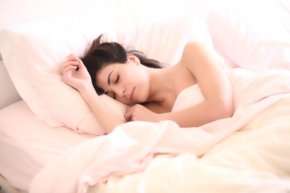 caminar ayuda a dormir mejor