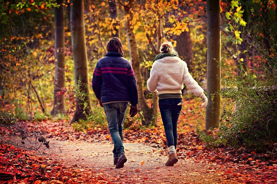 amigos caminando