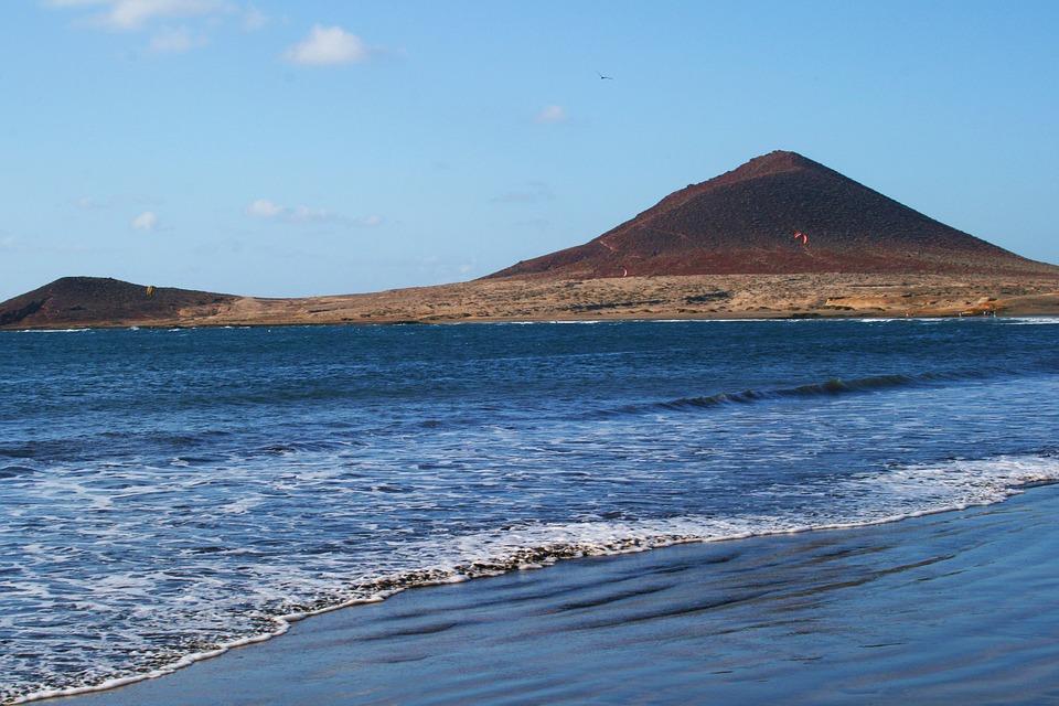 Playa del Médano y montaña roja