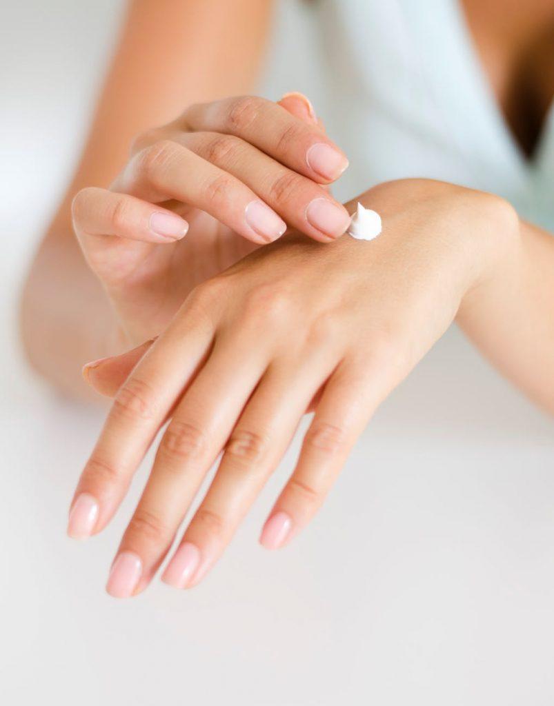 Uso de cremas adecuadas para la piel en invierno